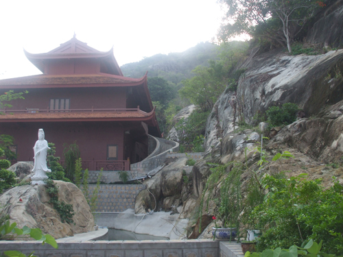 Mysterious Co Thach Temple