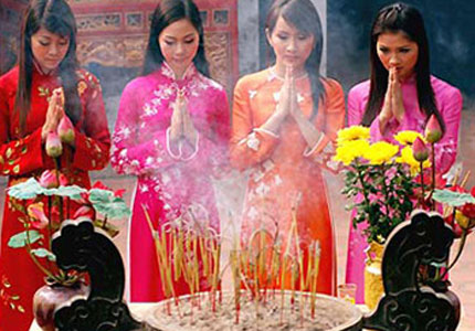 vietnamese new year traditions 2007-12-06 vietnam has many different traditions in several diverse areas the links below provide information about some of the more famous vietnamese traditions.
