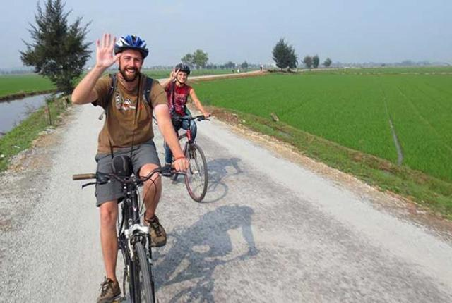 Hanoi countryside half-day cycling tour